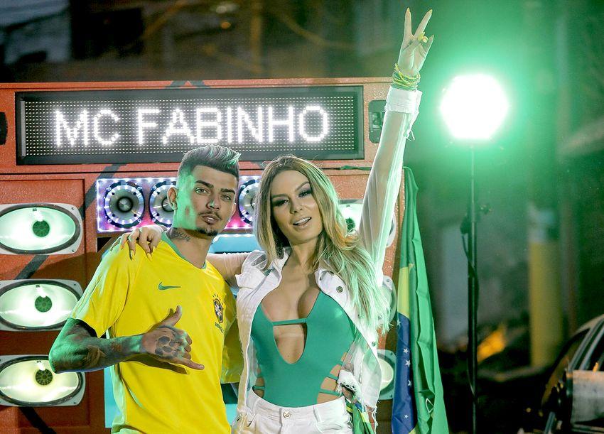 """Fernanda Lacerda no clipe """" Tarara Tumtum"""" do Funkeiro Mc Fabinho"""