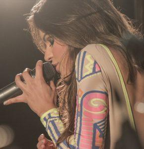 """Suellen Santos divulga clipe da música """"Diferentizinha"""""""