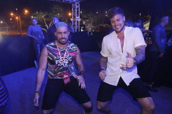 Felipe Pezoni da banda Eva rouba a cena no Fortal