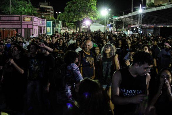 Publico lotou a area de shows