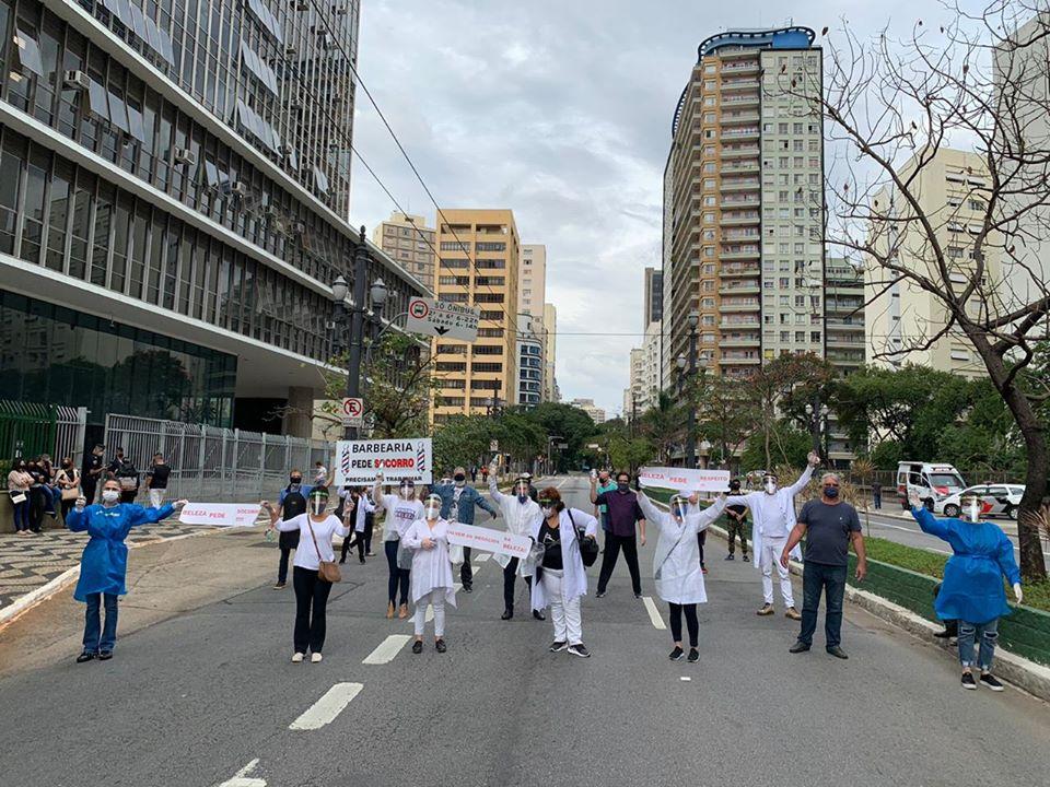 103323635 1139771303067635 2317687655199015261 o - Sindicato Pró-Beleza, através do presidente Márcio Michelasi e do vereador Zé Turin, lidera manifestação na Câmara Municipal de São Paulo em prol do retorno do funcionamento dos salões de beleza