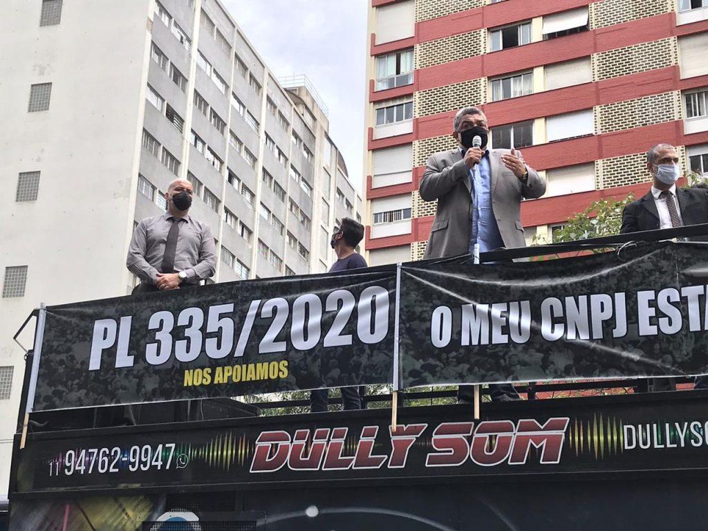Vereador Zé Turin no trio 1024x768 - Sindicato Pró-Beleza, através do presidente Márcio Michelasi e do vereador Zé Turin, lidera manifestação na Câmara Municipal de São Paulo em prol do retorno do funcionamento dos salões de beleza