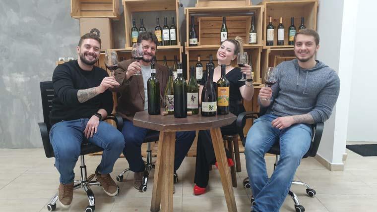 La Vinheria recebe Bia Domingues em papo empreedorismo regado a muito vinho